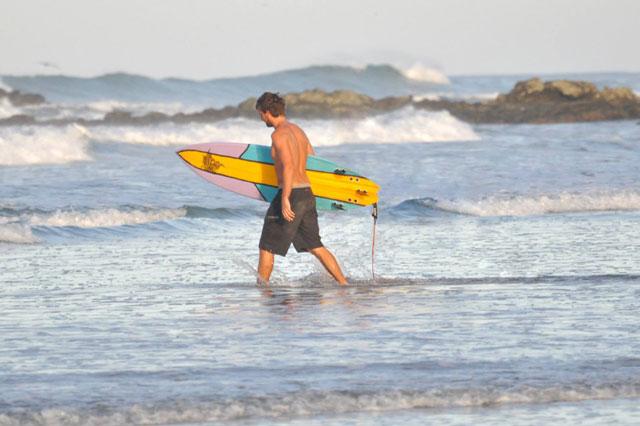 cem-sunguroglu-surfing